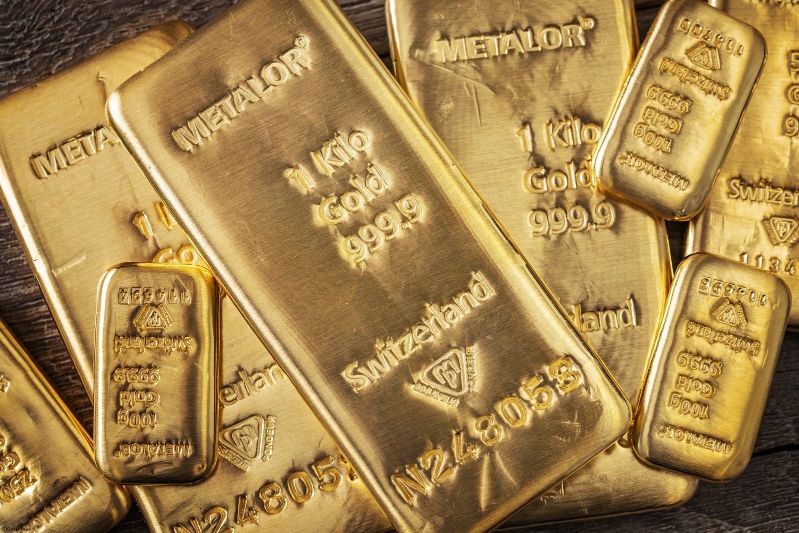 Gold bars product photography by Birmingham Photographer Paul Ward. shot for Gold Bullion Dealers